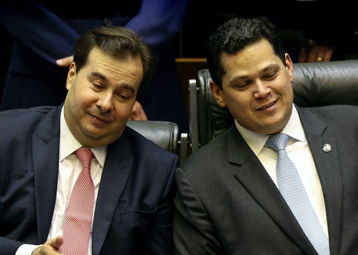 Senado recebe PEC que permite reeleição de Alcolumbre e Maia