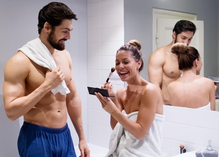 10 coisas que uma mulher nunca deve fazer em frente ao seu marido – e vice-versa