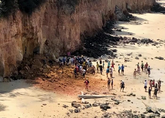Desmoronamento de falésia causa morte de 3 turistas na Praia de Pipa