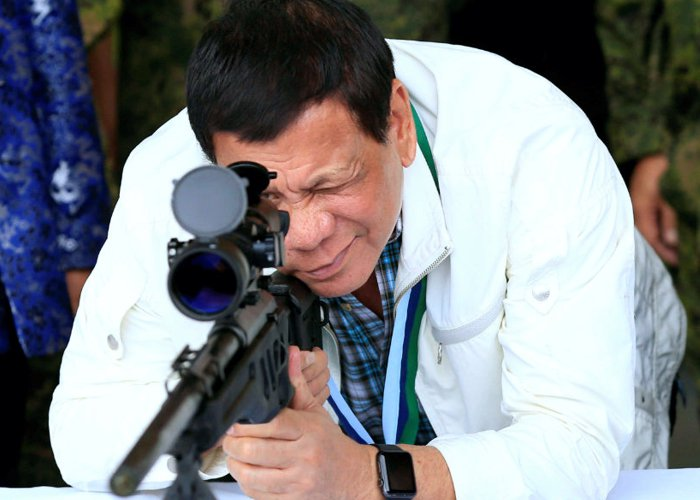 Presidente filipino exige que chefe da alfândega atire e mate traficantes de drogas