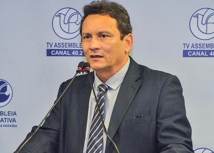 Prefeito de Brejo do Cruz é diagnosticado com Covid-19 e é transferido para São Paulo
