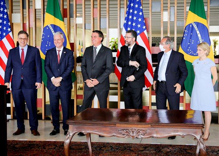 Brasil e banco americano assinam acordo de US$ 1 bilhão de dólares em investimentos