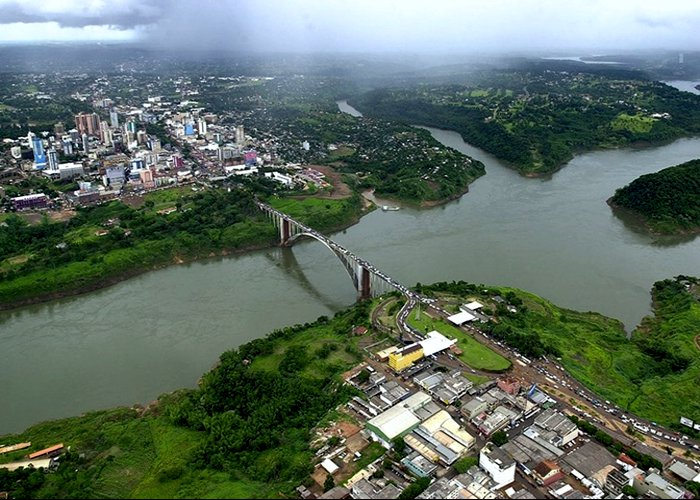 Após sete meses, Ponte da Amizade é reaberta em Foz do Iguaçu