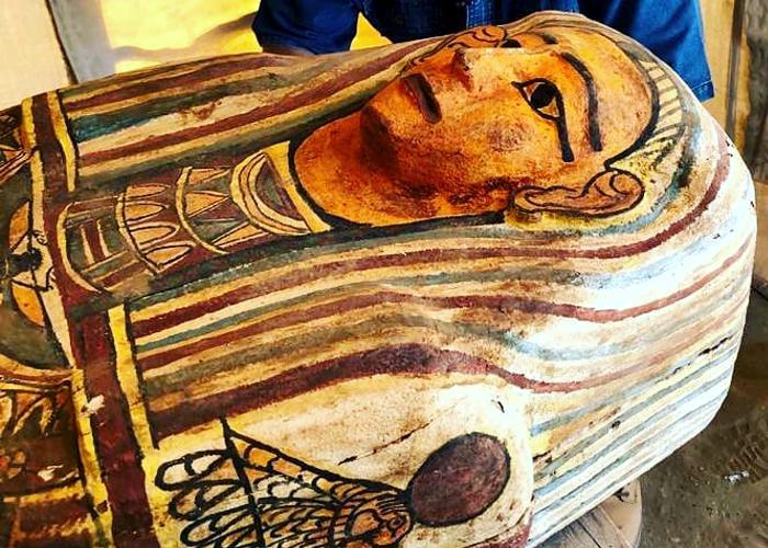 Egito anuncia descoberta de 14 sarcófagos de 2.500 anos