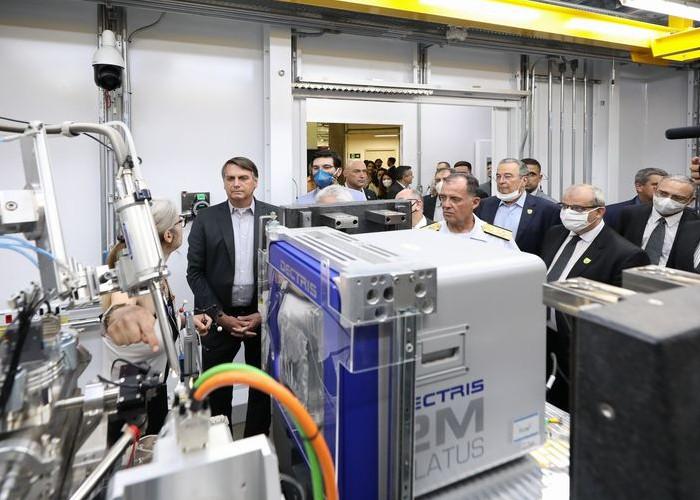 Bolsonaro inaugura linha de luz do acelerador de partículas Sirius