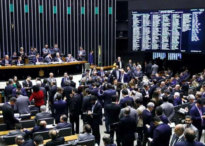 PL aprovado no Congresso perdoa quase R$ 1 bilhão em dívidas de igrejas